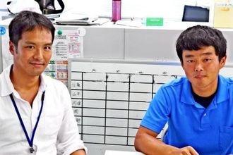 ミズンの産卵や成長過程を解明した岡慎一郎さん(左)と宮本圭さん