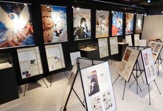 3階の多目的スペースに展示されている手塚治虫作品の資料や複製原画=東京都台東区
