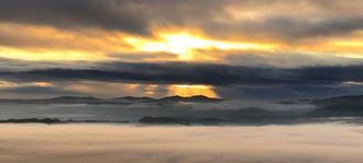 雲海が広がる早朝の景色=6日、今帰仁村乙羽岳森林公園展望台(島塁輝さん提供)