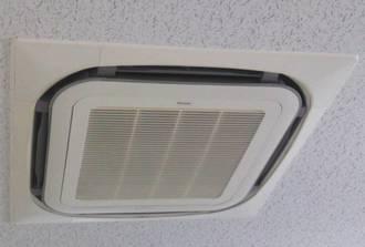 暑さを我慢せずに、エアコンや扇風機などの使用を。