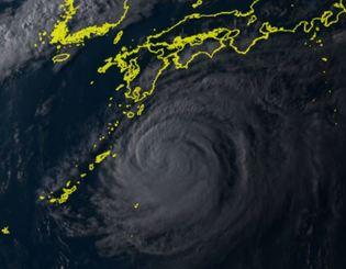 3日午後5時20分現在の台風21号(ひまわり8号リアルタイムwebから)