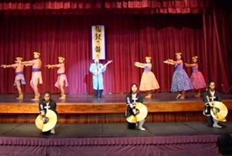 音楽や踊りで観客を熱狂させた公演=ハワイ・オアフ島のハワイ沖縄センター