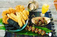 一番人気の黒い天ぷら イカスミ「いい味」出してます 読谷村波平「島てんぷら平助」