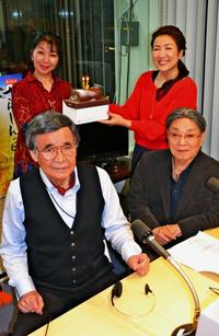 「今の時代にはがきだけ?」 年4000枚届く沖縄の長寿ラジオ番組、55年も愛され続ける理由