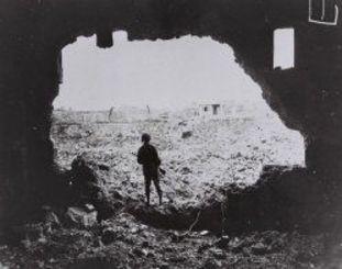 <沖縄戦>瓦礫と化した街