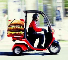 沖縄県内で10月2日から始まるマクドナルドの宅配サービス(日本マクドナルド提供)