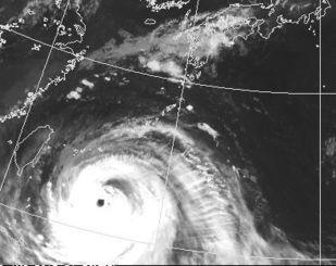 台風13号の衛星写真=7日午前6時半現在、気象庁HPから