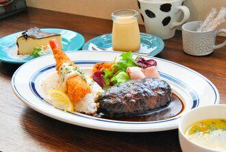 デザートが選べる「大人のおこさまランチ」のネリネ特製手ごねハンバーグ(1380円)