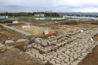 栢ノ木遺跡で見つかった塔の基壇跡=京都府井手町