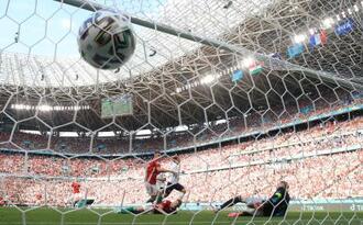 フランスのグリーズマンが決めた同点ゴール=19日、ブダペスト(ゲッティ=共同)