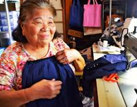 30年前のセーラー服を無料で提供 沖縄・今帰仁村の元制服店主