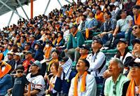 プロの技にファン歓声 沖縄でオープン戦 一球一打に熱視線
