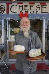 沖縄で人気の県産チーズ、香港へ 英国から移住のデイビス代表「売上、200万円以上目指す」