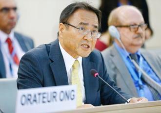 国連人権理事会で演説する沖縄平和運動センターの山城博治議長=15日、ジュネーブ(Pierre Albouy氏撮影、共同)