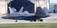 F22嘉手納に8機飛来 防衛局や町に連絡なし