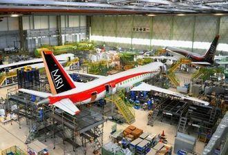 三菱重工小牧南工場で組み立てが進む「MRJ」の飛行試験機=2014年12月、愛知県豊山町(三菱航空機提供)
