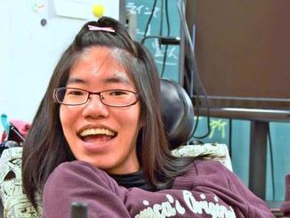 4月からの進学に希望を膨らませる石川茉莉花さん=沖縄市の泡瀬特別支援学校