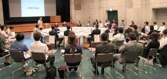 アジアでの成功事例を交えながら、討議した日本商工会議所青年部の九州ブロック大会=18日、市民会館中ホール