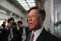 翁長知事「とんでもない」 米軍ヘリ飛行再開、日本政府も批判