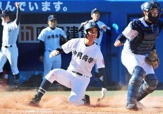 決勝の日本文理戦で8点差をひっくり返した沖縄尚学=11月20日、神宮球場