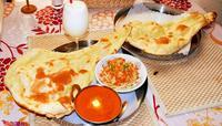 サクふわもっちりのナンと味わうネパールカレー 那覇市牧志「エベレストカリーハウス」