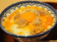 とろ~り親子丼、輝く卵黄に鶏肉が絡む 南風原町兼城「居酒やきしん」