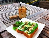 ふらっと立ち寄れるコーヒー屋 見た目華やかなサンドとともに 沖縄市泡瀬「BB-Coffee」