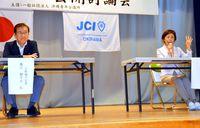 [沖縄市長選 2018.4.22]/2氏 アリーナを議論/沖縄市長選 公開討論で違い