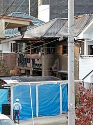 火災があった民家=18日午後4時20分、仙台市太白区