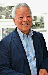 5月に東京であった写真展会場で映画について語る石川文洋さん=東京・銀座ニコンサロン