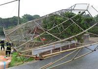 台風24号:沖縄本島直撃23人けが 瞬間56.2mメートル 一時23万世帯停電