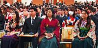 社会人の自覚を決意、376人が旅立つ 沖縄大学で卒業式