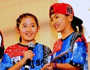 ストリートダンスの沖縄ブロック予選キッズ部門で優勝した2人組のドリームメーカー