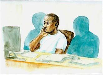 肘をついて弁護側の席に座り、検察側の説明を聞くシンザト・ケネス・フランクリン被告(イラスト・サイトウカナエ)