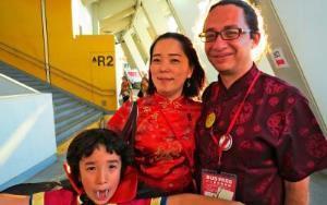 <中国>左から森田英祖(えいそ)くん=中国2世、さくらさん=同1世、モラ・アンドレスさん