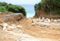"""""""聖なる浜""""に続く道…無許可で工事 宮古島で「老後を快適に過ごしたい」と"""