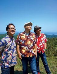 デビュー25年を迎えたビギンの島袋優、比嘉栄昇、上地等(右から)