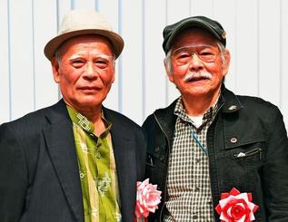 2部門でダブル入賞の山里永作さん(右)と與那嶺勝正さん=浦添市てだこホール
