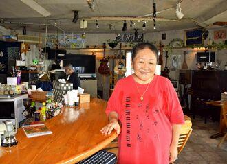 「食べる人のことを思い浮かべながら料理を作っているの」と話す霜鳥美也子さん=10月25日、那覇市首里崎山町