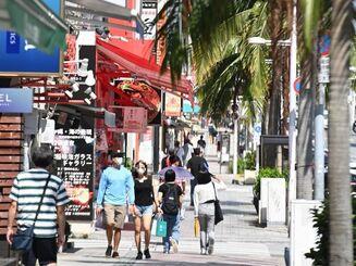 3連休の初日。観光客の姿はまばらな国際通り=18日午後、那覇市久茂地