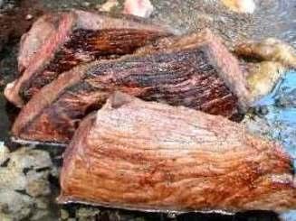 肉フェスタで次々と焼かれる肉