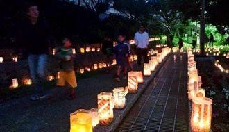 明かりがともされた手作りの灯籠=19日、豊見城市平良・せせらぎ公園