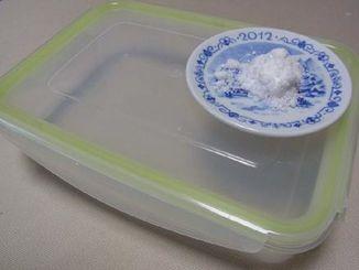 塩で保存容器の匂いもとれます