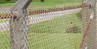 在沖米軍基地のフェンス