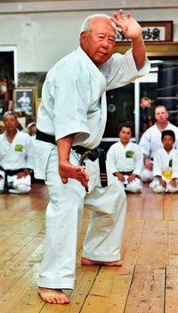 沖縄空手で那覇ハーリー成功祈願 由来まつりでこぎ手を激励へ