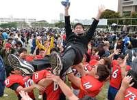 琉球大学で合格発表 1142人、笑顔満開