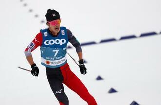 ノルディックスキーの世界選手権の距離男子15キロフリーでレースに臨む馬場直人=3日、オーベルストドルフ(AP=共同)