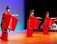 伝統の芸 にぎやかに/きょうまで 新進協の定期公演
