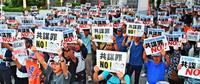 「民主主義が衰退」「世の中が闇に」 共謀罪の廃案訴え那覇で300人集会