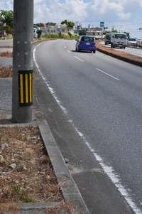 2人乗りバイクが電柱に衝突、男性1人死亡 沖縄・糸満の県道